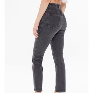 BDG Twig Mid Rise Black Washed Jeans Size 29